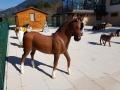 cheval en résine classique 005