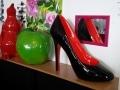 chaussure géante objet en résine design 008