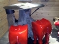 siege cul de vache objet en résine design 026