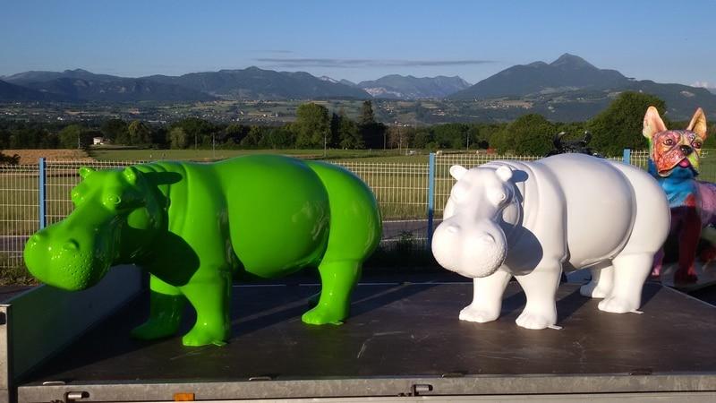 hippopotame en résine design monochrome 031