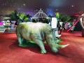 Rhinoceros en résine classique 020