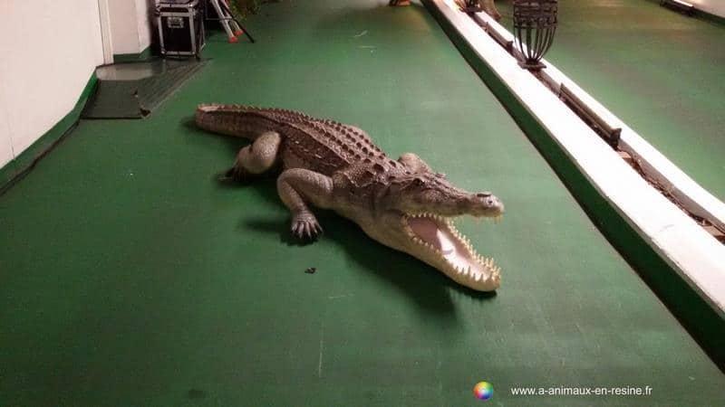 crocodile en résine classique 027