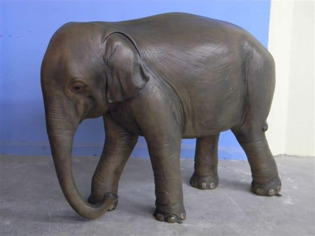 elephant en résine classique 004