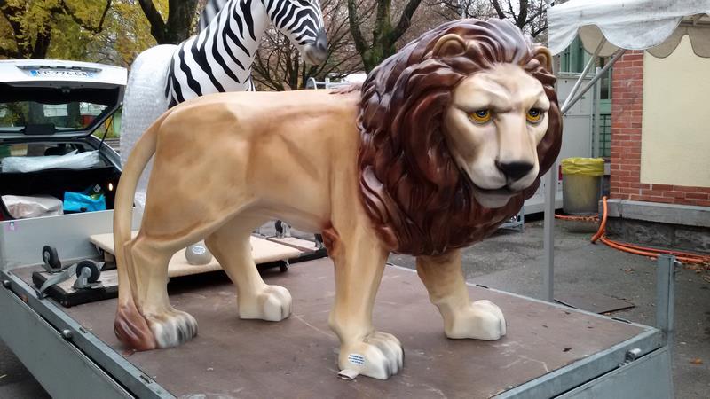 lion en résine classique 015