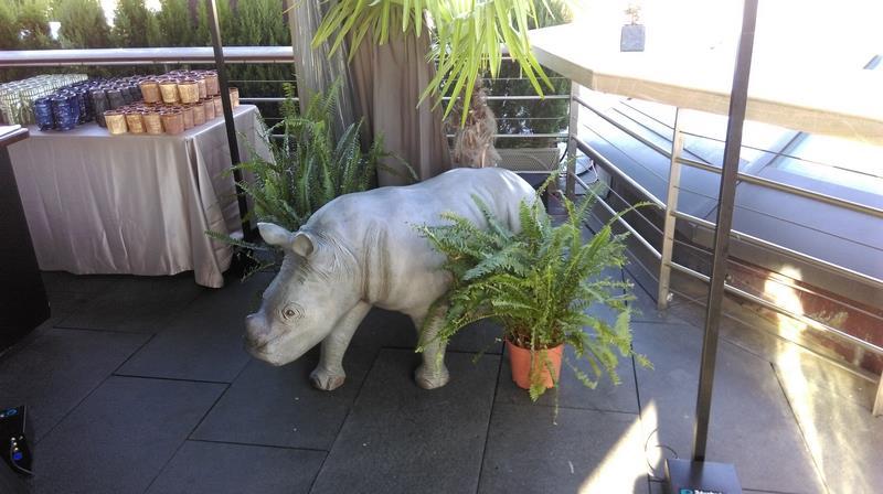petit rhinocéros en résine classique 019