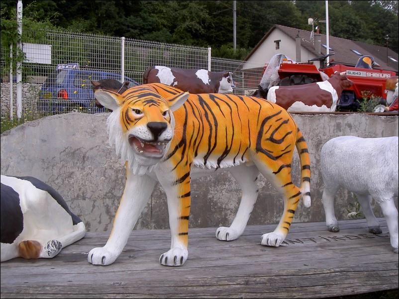 tigre en résine classique 004