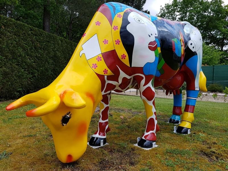 vache FR28 pstyle picasso en résine design 015