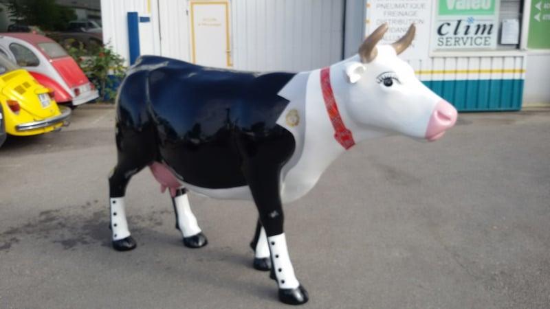 vache  en résine FR 26 costume design 076