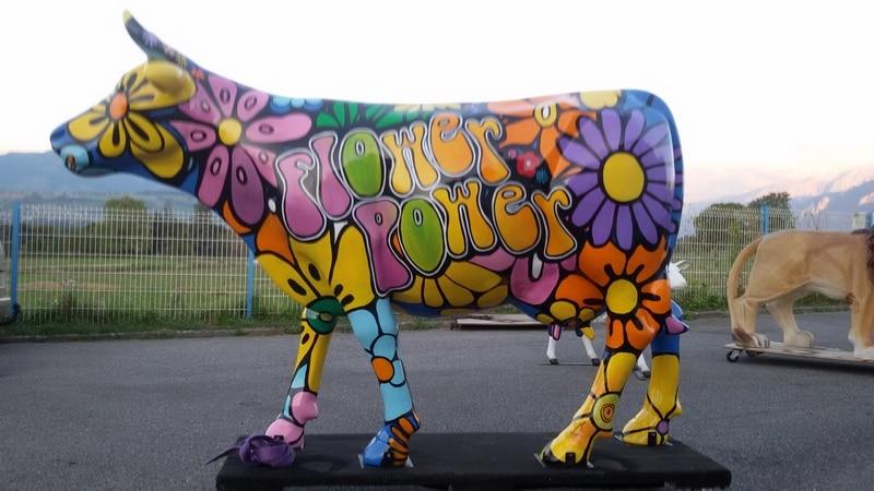vache en résine FR26 flower design 051