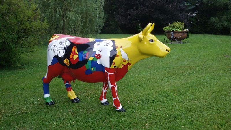 vache en résine FR26 style picasso design 018