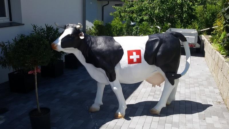 vache en résine L10 fribourgeoise design 030