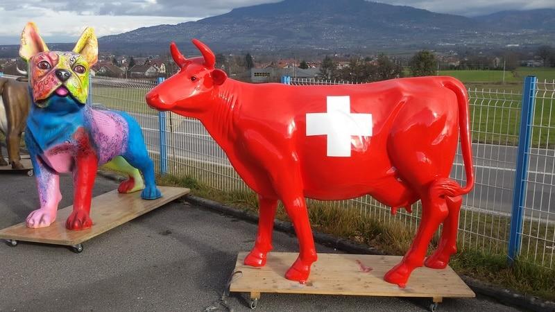 vache en résine L6  design 157