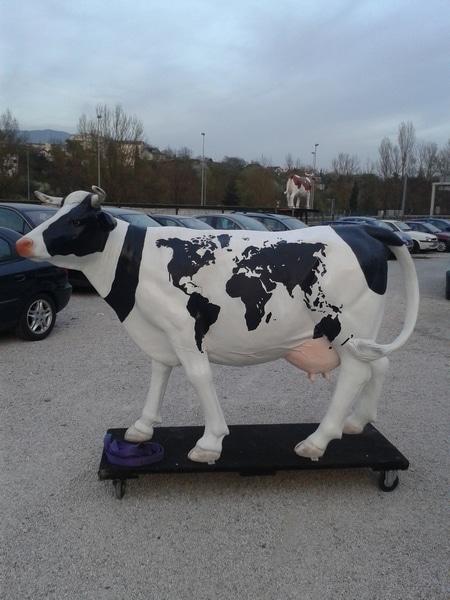 vache en résine L6 mapmonde design 128