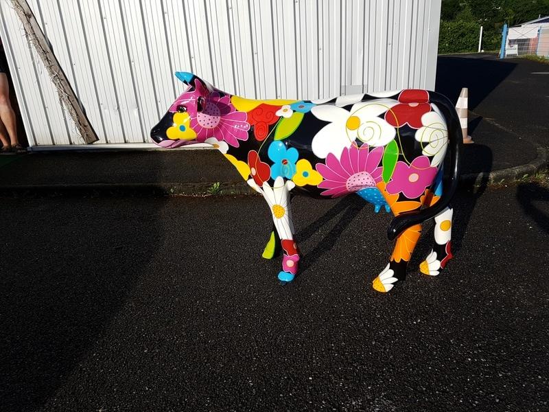vache en résine design 019