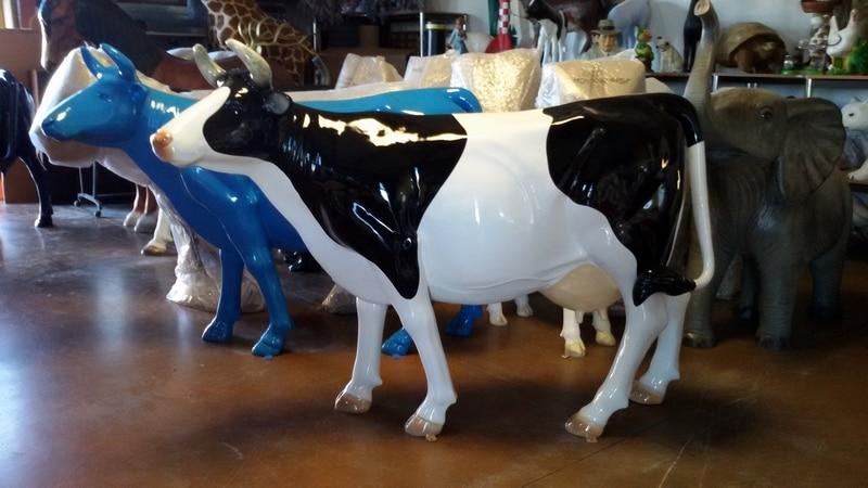 vache en résine design 045