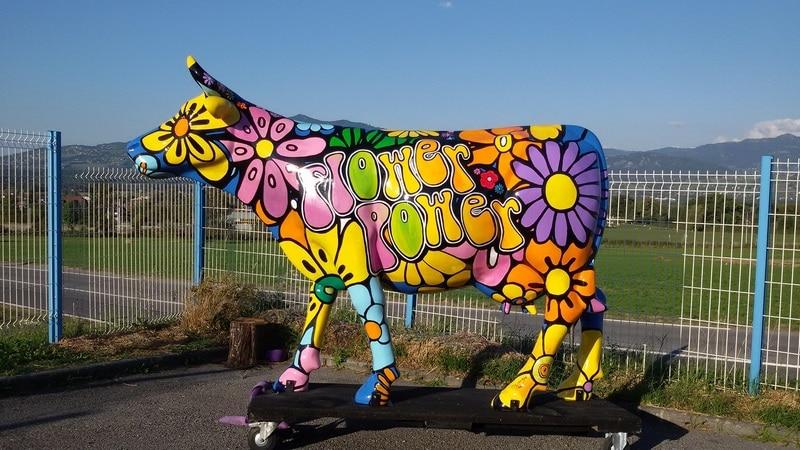 vache en résine design 046