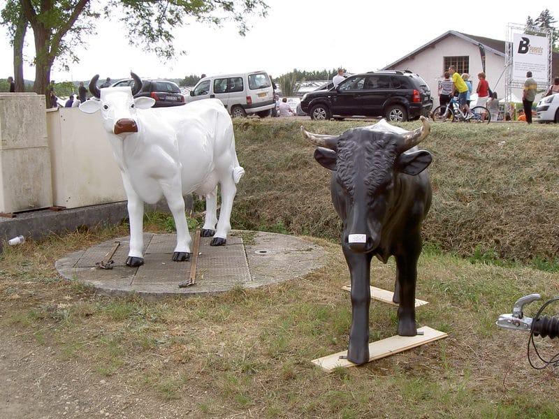 vache en résine design 095