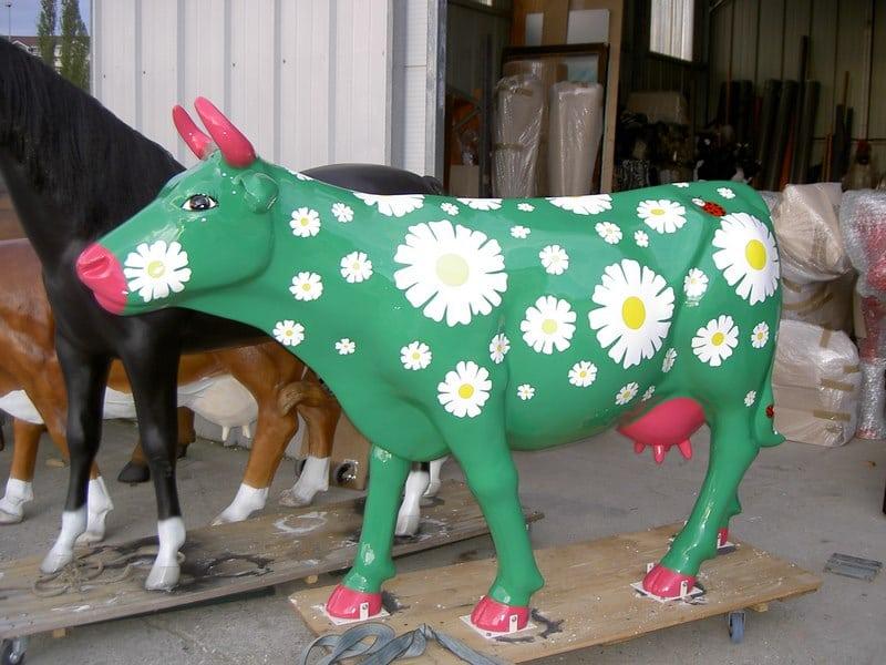 vache en résine design 097