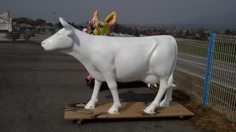 vache en résine design 104
