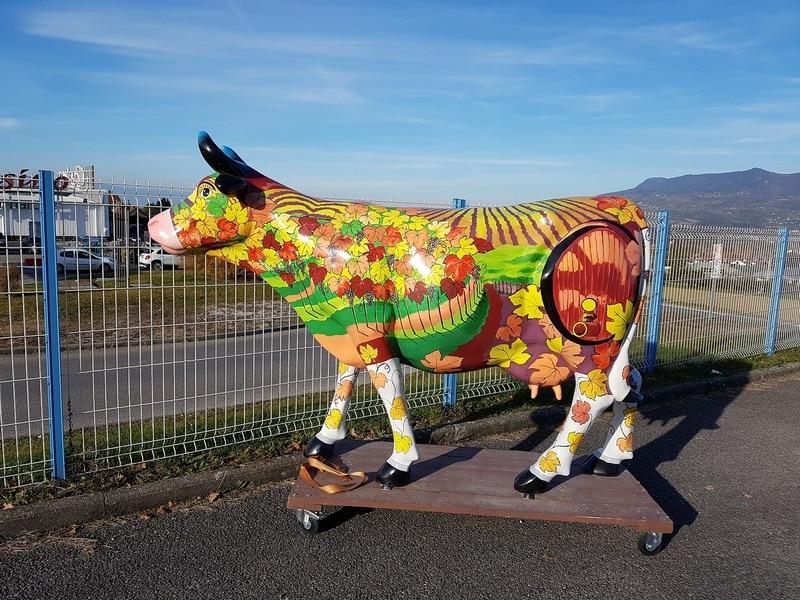 vache en résine design 111