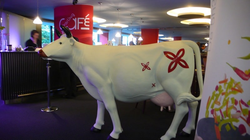 vache en résine design 117