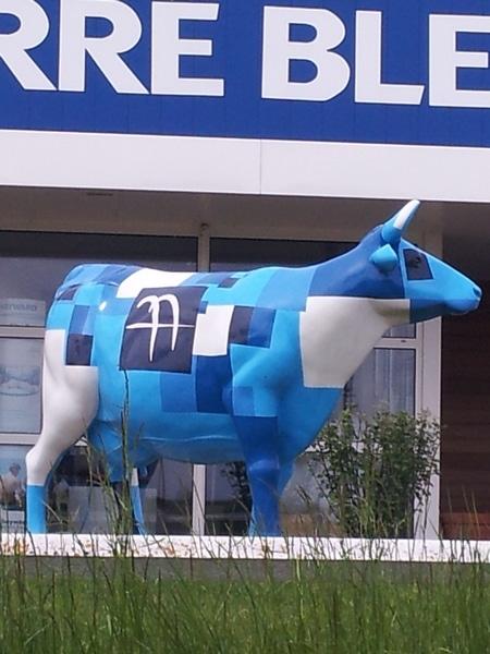vache en résine design 122