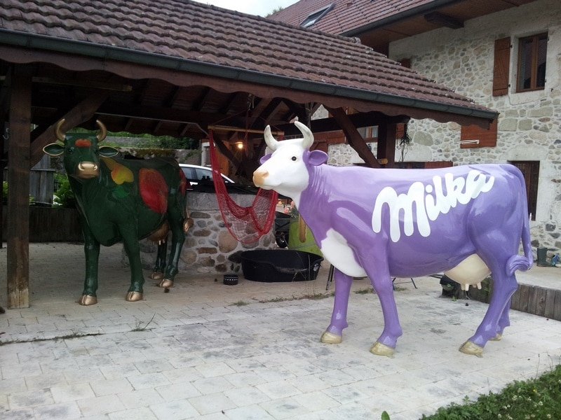 vache en résine design 124