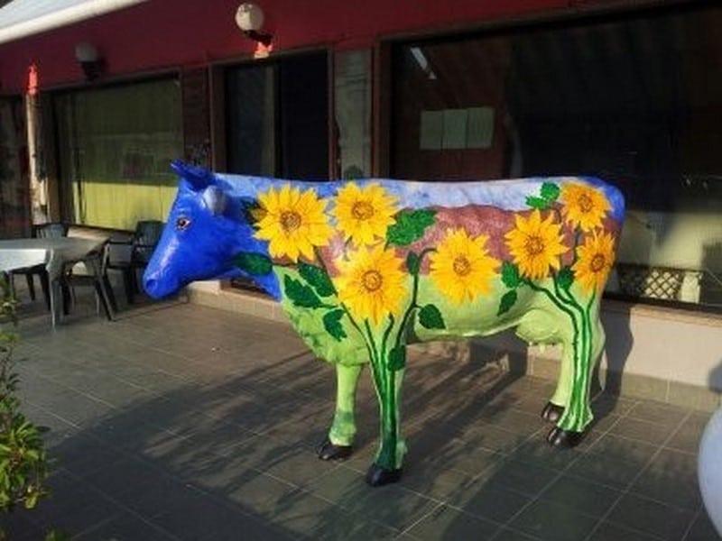 vache en résine design 135
