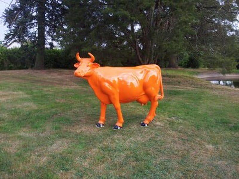 vache en résine design 136
