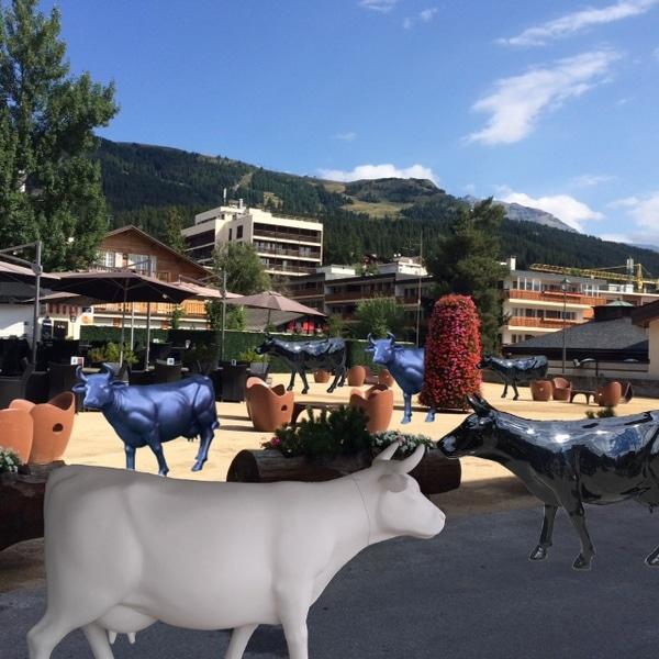 vache en résine design 147