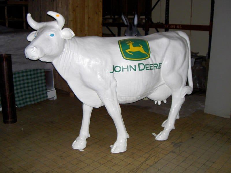 vache en résine design 149